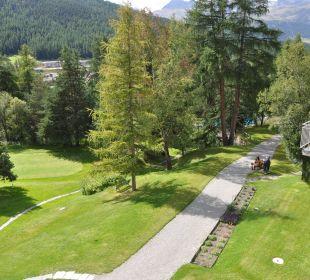 Blick vom Zimmer auf den Garten Hotel Saratz