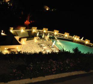 Nächtlicher Blick auf den Pool