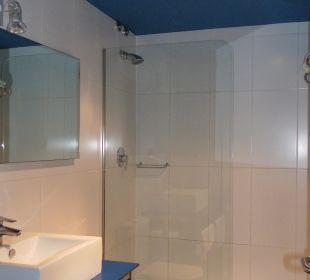 Badezimmer mit Dusche Hotel Ciutat de Barcelona