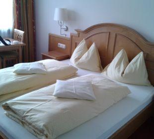 Zimmer - Blick aufs Bett Pension Kaisermann