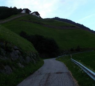 Anfahrt über die steile Bergstrasse Oberversanthof