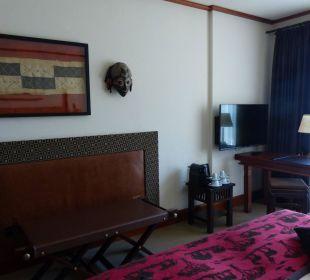 Schreibtisch und Fernseher Lindner Park-Hotel Hagenbeck