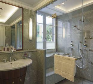 Dusche Suite Hotel Suvretta House