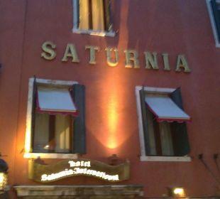 Außenansicht Abends Hotel Saturnia