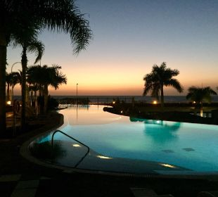 Pool am Abend Lopesan Villa del Conde Resort & Spa