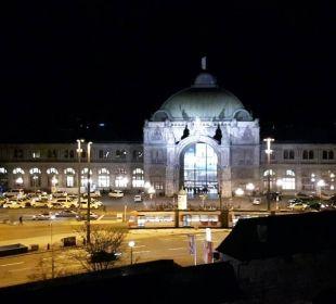 Nächtlicher Blick auf den Hauptbahnhof Hotel Victoria Nürnberg