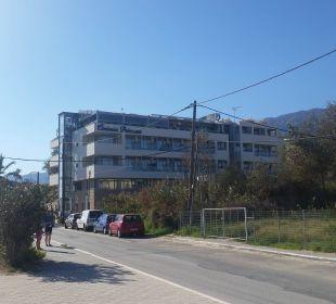 Hotel von der Strandstraße aus gesehen Richtung Ze Hotel Corissia Princess