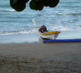 So wird ein Boot aus dem Meer geholt