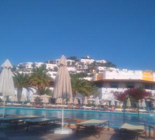 Poolanlange und Hotel Hotel Lagas Aegean Village