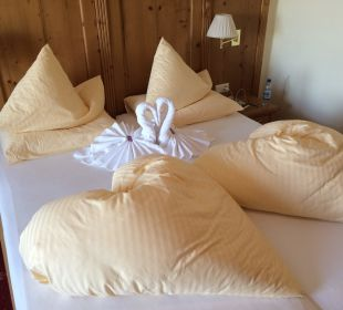 Doppelbett in der Juniorsuite Hotel Schneider