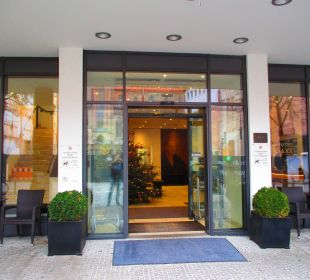 Hoteleingang SORAT Hotel Saxx Nürnberg