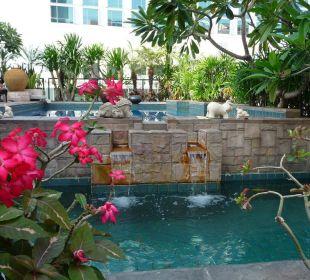 Wunderschöne kleine Poolanlage auf dem Dach Hotel Siam Heritage