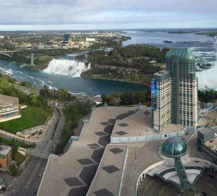 Вид из окна 49 этажа на водопады. Hotel Hilton Niagara Falls / Fallsview