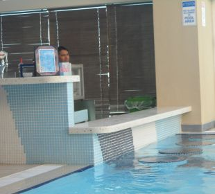 Poolanlage auf Dach 31. Etage (Poolbar) Hotel Grand Millennium Al Wahda Abu Dhabi