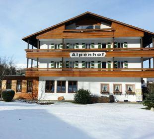 Seiteneinfahrt mit Einfahrt Alm- & Wellnesshotel Alpenhof