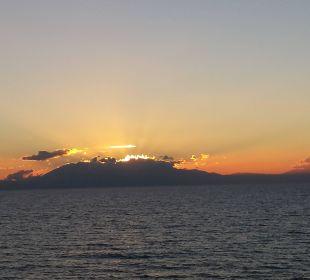 Sonnenuntergang hinter dem Olymp Hotel Istion Club & Spa
