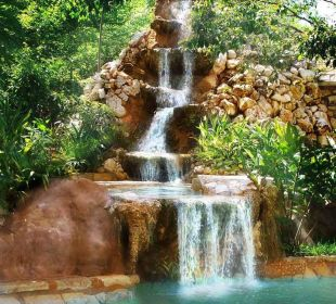 Waterfall of the pool Boutique Hotel Quinta Chanabnal