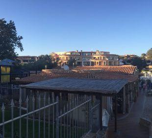 Spielplatz und Haupthaus Hotel Baia Caddinas