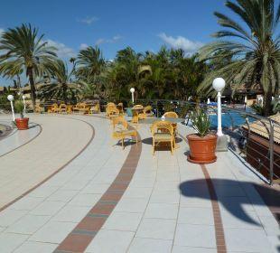 Ruhebereich oben mit Tischen Dunas Suites&Villas Resort