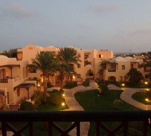 Innenhof am Abend Hotel Steigenberger Coraya Beach