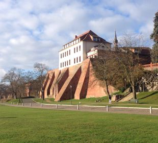 Blick vom Elbufer Ringhotel Schloss Tangermünde