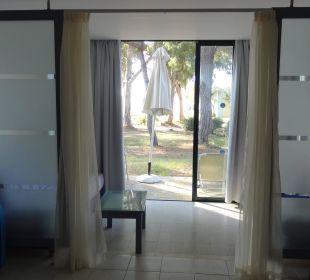 Blick ins Garten Hotel Louis Zante Beach