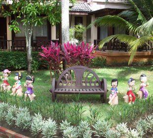 Garten mit schönen Figurchen Hotel Mukdara Beach Villa & Spa Resort