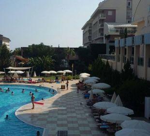 Großer Pool Hotel Titan Select