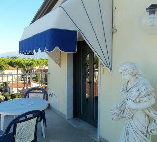 Terrasse mi Tür zum Zimmer Hotel Fortunella