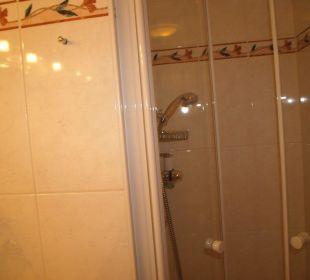 Dusche ist sehr klein und eng Wohlfühlhotel Ortnerhof