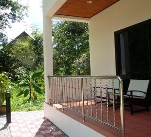 Gemütlich auf dem Balkon relaxen. Guest House Green Garden House