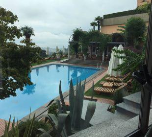 Blick von Fitness auf Pool Villa Orselina Boutique Hotel