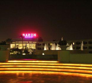 Baron resort bei Nacht