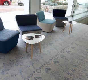 Schöne Sessel in der Lobby Mar Azul PurEstil  Hotel & Spa