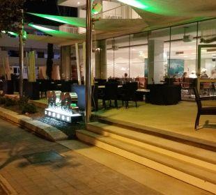 Launch Bereich vor dem Hotel  JS Hotel Sol de Alcudia