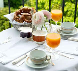 Frühstück auf dem Balkon Hotel München Palace