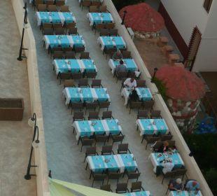 Tische auf der Terrasse Hotel Narcia Resort Side
