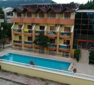 Ein Teil des Hotels mit Pool Hotel Wassermann
