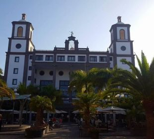 Hauptgebäude von Gartenanlage aus wunderschön Lopesan Villa del Conde Resort & Spa