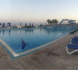 Am Abend die Poolanlage  Hotel Samira Club