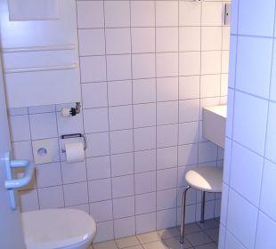 Bad+Dusche-sehr sauber Victor's Residenz Hotel Berlin Tegel