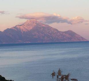 Berg Athos - Blick von der Terrasse Hotel Maistrali