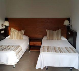 Bett kann man zusammen schieben Hotel Miraflor Suites