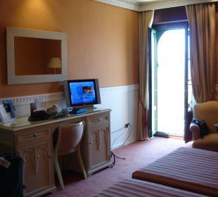 Zimmer; mit kleinem Balkon (nur Geländer) Hotel Alhambra Palace