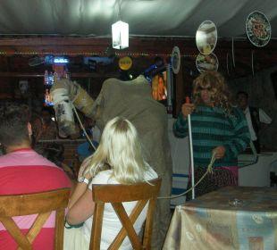 Oberkellener George bei Türkischen Abend Blue Lagoon Hotel Oludeniz