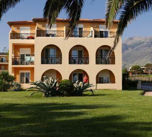 Blick zur Hotelanlage Vantaris Beach Hotel