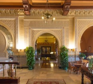 Nicht nur die Lobby im maurischen Stil Hotel Alhambra Palace