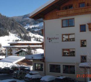 Blick auf Eingangsseite Hotel Roslehen