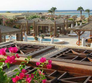 Blick von der Terrasse auf Strandvillen