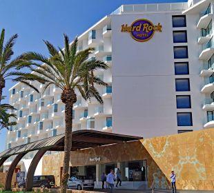 Seitlicher Eingang Hard Rock Hotel Ibiza